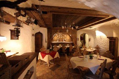 Ristorante pizzeria con 300 posti ad Auronzo di Cadore nelle Dolomiti Unesco - 在聯合國教科文組織多洛米蒂半島的奧龍佐迪卡多雷有300個座位的比薩店餐廳