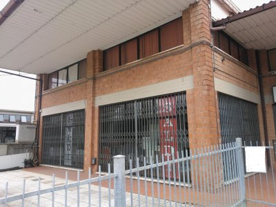 Negozio/capannone fronte strada - 面向街道的商店/棚屋