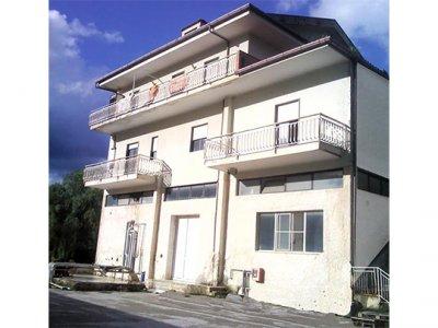 Affittasi locale commerciale / capannone industriale - 租商業樓宇/工業倉庫
