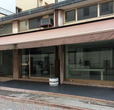 affitto negozio laboratorio centro belluno - 在Belluno中心租店