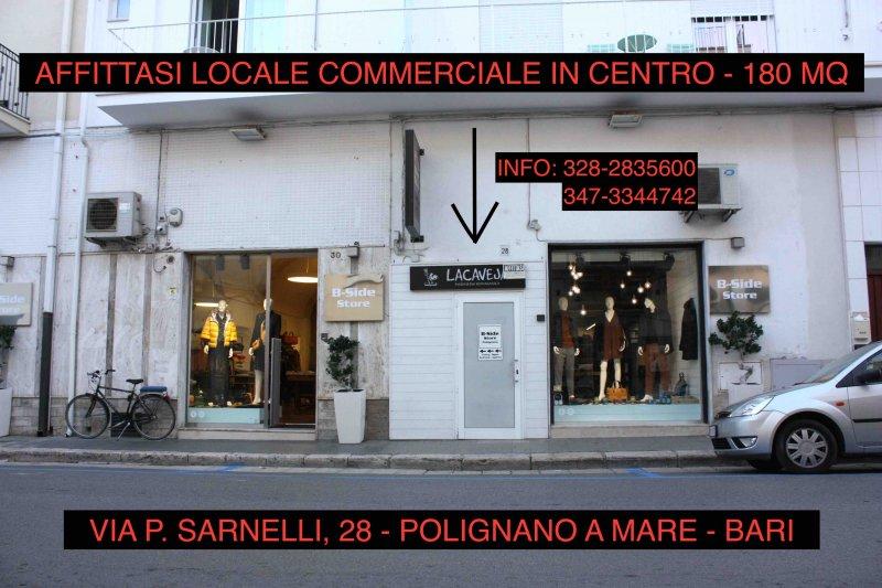 """AFFITTASI LOCALE COMMERCIALE IN CENTRO A POLIGNANO A MARE - 在"""" POLIGNANO A Mare""""中心租用當地商店"""